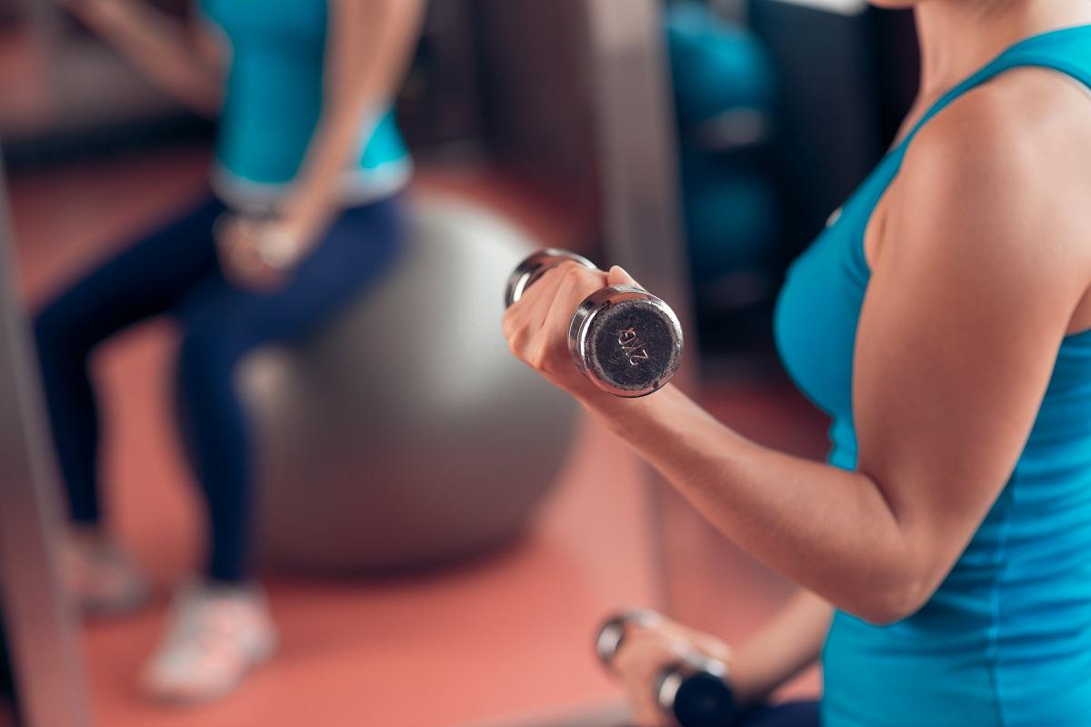 Упражнения для похудения рук в домашних условиях для женщин